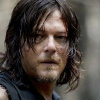 "De ""The Walking Dead"", Norman Reedus fala sobre cena de nudez: ""Dispensei o tapa-sexo"""