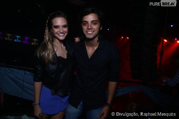 Rodrigo Simas e Juliana Paiva se divertem em boate no Rio de Janeiro, na noite deste domingo, 27 de julho de 2014