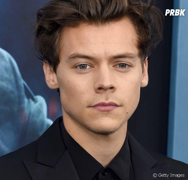 """Harry Styles anucia clipe de """"Kiwi"""" e lançamento será no dia 8 de novembro!"""
