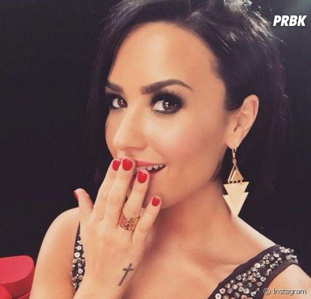 Vestida de noiva, Demi Lovato deixa fãs curiosos no Instagram