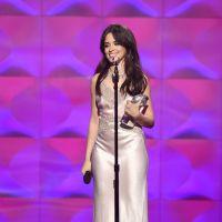 """Camila Cabello canta """"Havana"""" em versão acústica no Billboard Women in Music e arrasa!"""