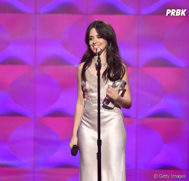 "Camila Cabello arrasa com performance de ""Havana"" no Billboard Women in Music"