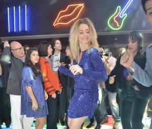 """Letícia Spiller faz coreografia na pista de dança da festa de """"Boogie Oogie"""""""