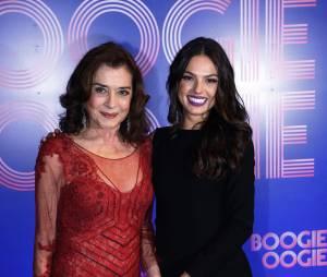 """Isis Valverde posa ao lado de Betty Faria na festa de """"Boogie Oogie"""""""