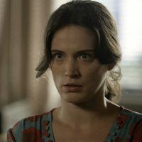 """Novela """"O Outro Lado do Paraíso"""": Clara (Bianca Bin) denuncia Sophia e vilã é presa!"""