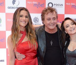 """Larissa Manoela, Ingrid Guimarães e Fábio Jr. posam juntosna pré-estreia de """"Fala Sério, Mãe"""" em São Paulo"""
