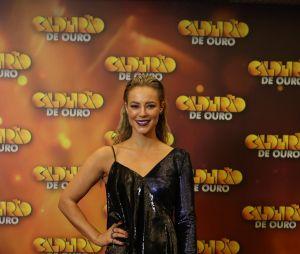"""Paolla Oliveira também apontou em look metalizado para a gravação do """"Caldeirão de Ouro"""""""