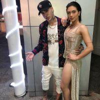 """Flavia Pavanelli e MC Kevinho curtem férias românticas e trocam declarações: """"Feliz ao seu lado"""""""