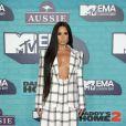Demi Lovato deu um toque de sensualidade ao blazer no tapete vermelho do EMA 2017