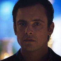 """Novela """"O Outro Lado do Paraíso"""": Gael (Sergio Guizé) dá ataque ao ver Clara e Renato juntos"""