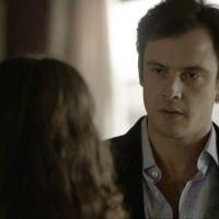 """Novela """"O Outro Lado do Paraíso"""": Gael (Sergio Guizé) empurra Renato ao ver beijo em Clara"""