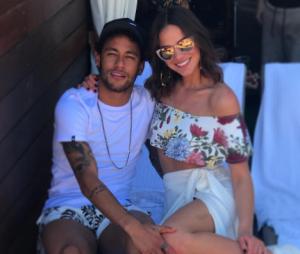 Neymar dedica música romântica a Bruna Marquezine
