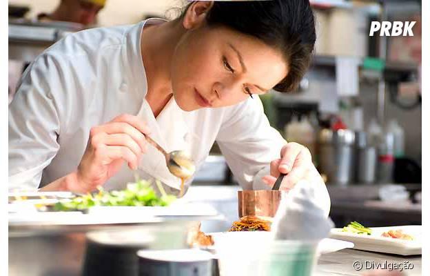 """Catherine Zeta-Jones vive chefe de cozinha em """"Sem Reservas"""""""