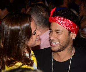 """Bruna Marquezine diz que Neymar Jr. não assiste mais """"Deus Salve o Rei"""": """"Diz que faço cara de apaixonada"""""""