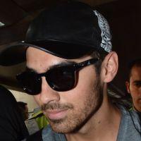 Joe Jonas, do Jonas Brothers, chega a São Paulo para fazer campanha publicitária