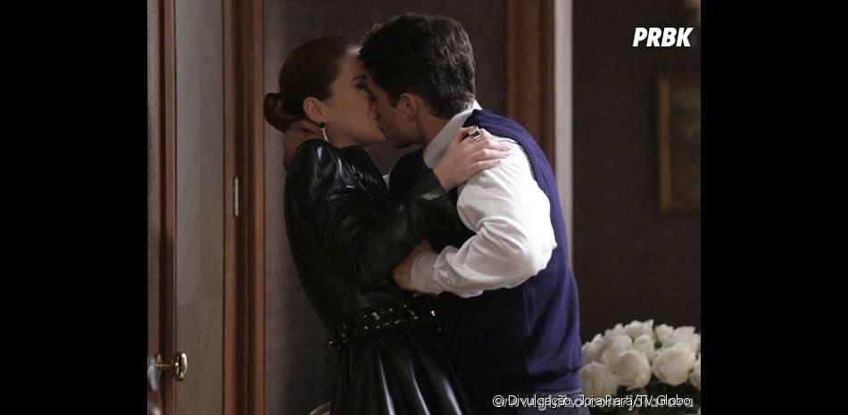"""Viktor (Rafael Cardoso) não quer que Silvia (Nathalia Dill) vá para os Himalaias com Franz (Bruno Gagliasso) em """"Joia Rara"""""""