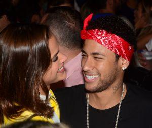 Pai de Neymar Jr. torce por casamento do filho com Bruna Marquezine até o fim do ano