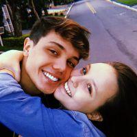 """Larissa Manoela faz 4 meses de namoro com Leo Cidade e ganha declaração: """"Melhor pessoa do mundo"""""""