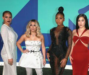 Depois que Dinah Jane causou polêmica ao apagar as fotos com as meninas do grupo, ela reapareceu na internet com visual novo