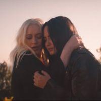 """É grito que fala? Christina Aguillera e Demi Lovato lançam clipe de """"Fall in Line"""""""
