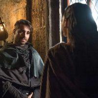 """Novela """"Deus Salve o Rei"""": Catarina (Bruna Marquezine) descobre que Virgílio está vivo"""