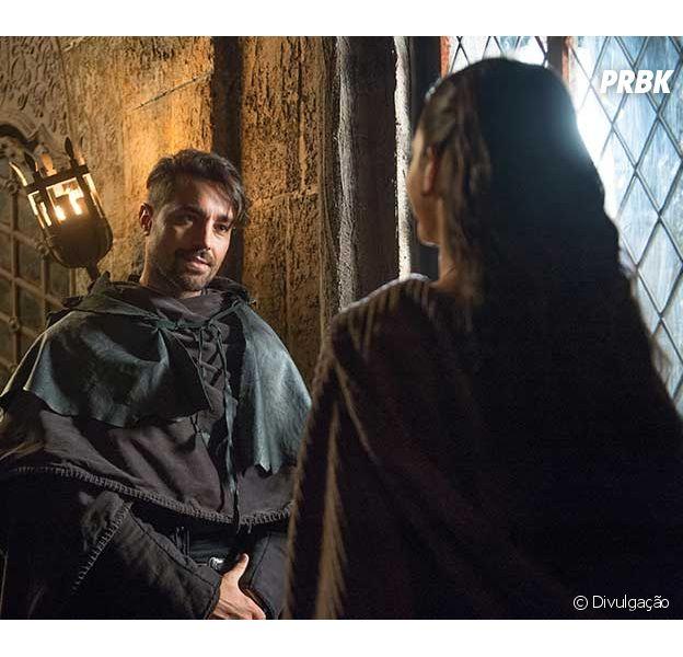 """Em """"Deus Salve o Rei"""", Virgílio (Ricardo Pereira) volta e ameaça Catarina (Bruna Marquezine)"""
