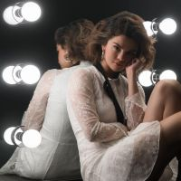 """Selena Gomez lança clipe vertical de """"Back To You"""", música da trilha de """"13 Reasons Why"""". Assista!"""