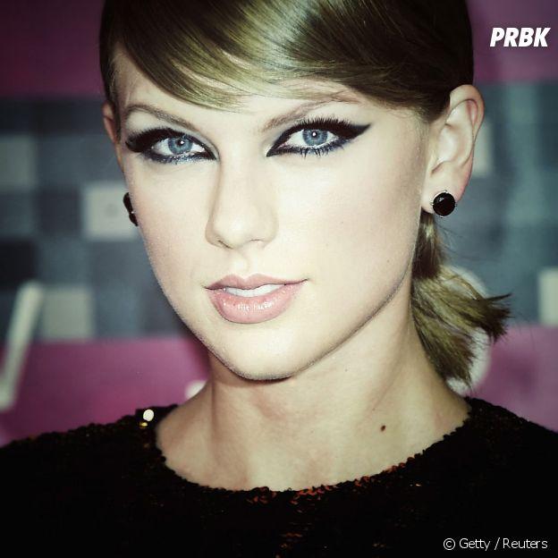 Taylor Swift usou uma make sensual e femme fatale e apesar de ser sagitariana, ficou com uma vibe de escorpião