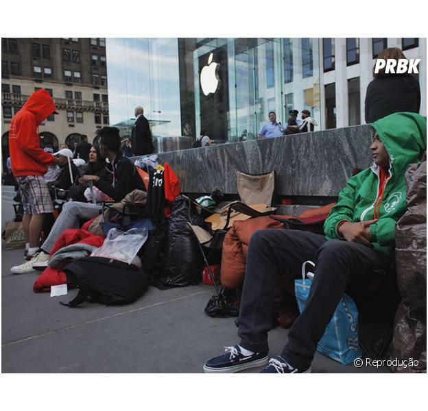 Lançamento do iPhone 5, em 2012, também foi marcado por longas esperas