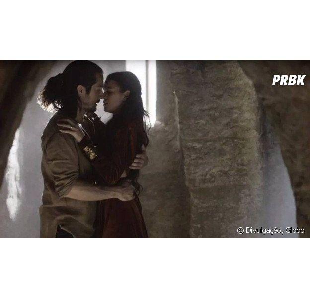 """Em """"Deus Salve o Rei"""", Catarina (Bruna Marquezine) anuncia que está grávida de Afonso (Romulo Estrela) e Amália (Marina Ruy Barbosa) descobre"""
