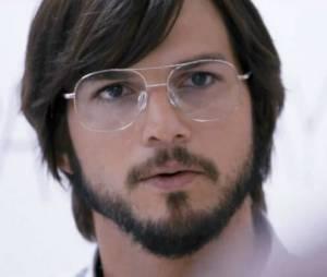 Ashton Kutcher como Steve Jobs no filme 'Jobs' (2013)