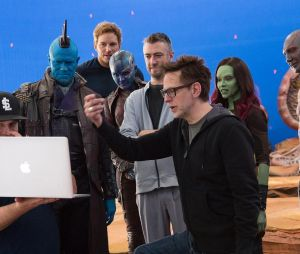 "James Gunn ao lado do elenco de ""Guardiões da Galáxia Volume 2"""