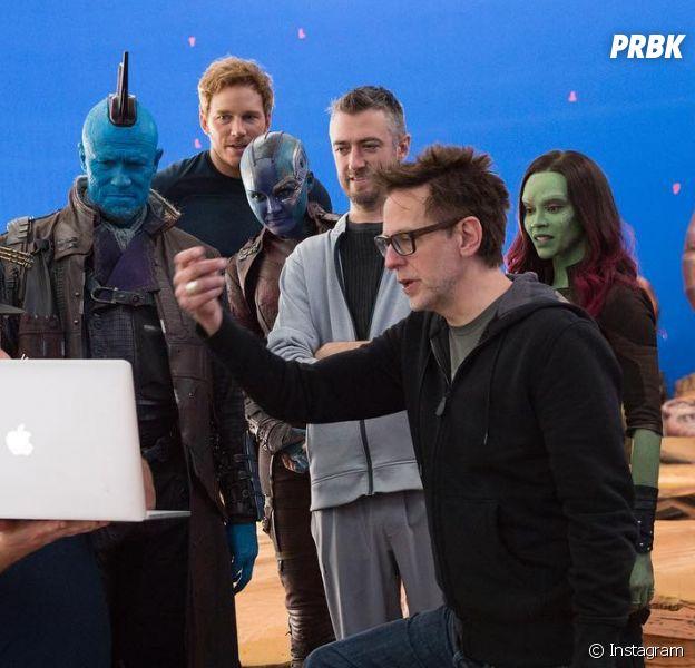 """James Gunn ao lado do elenco de """"Guardiões da Galáxia Volume 2"""""""
