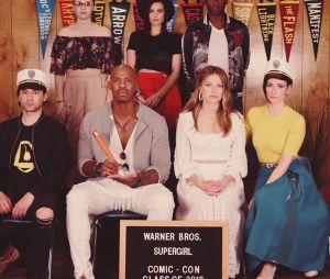 """Nicole Maines junto ao elenco da 4ª temporada de """"Supergirl"""""""