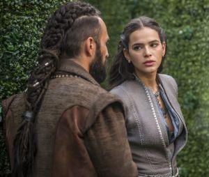 """Em """"Deus Salve o Rei"""", assassinato de Constantino (José Fidalgo) será um dos motivos para Catarina (Bruna Marquezine) ser morta na forca"""