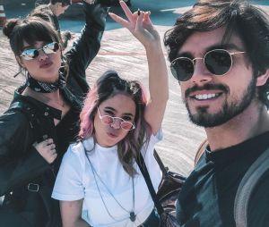 Rodrigo Simas, Agatha Moreira e Jéssica Lobo posam no parque de diversões Hopi-Hari