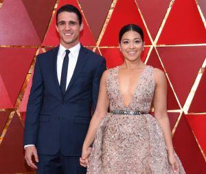 """Após confirmação da última temporada de """"Jane The Virgin"""", atriz Gina Rodriguez fica noivade Joe LoCicero"""
