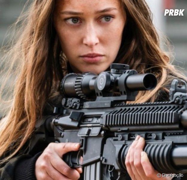"""De """"Fear The Walking Dead"""": atriz que interpreta Alicia diz que não sente falta de um par romântico para a personagem"""
