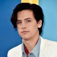 """Cole Sprouse, de """"Riverdale"""", faz piada e elogia o Brasil após vencer no Teen Choice Awards 2018"""