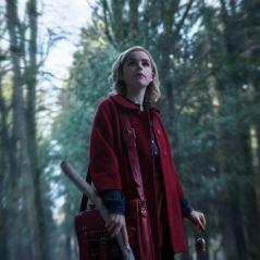 """De """"O Mundo Sombrio de Sabrina"""": ritual sombrio é destaque em primeiras imagens da série!"""