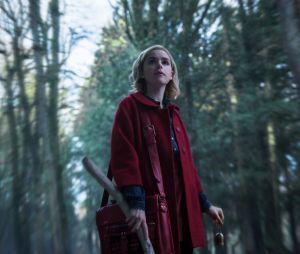 """De """"O Mundo Sombrio de Sabrina"""": primeiras imagens são divulgadas e mostram que a série terá um ambiente bem sombrio"""