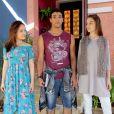 """Em """"As Aventuras de Poliana"""",Raquel (Isabella Moreira) fica com ciúmes quando vêMirela (Larissa Manoela) e Guilherme (Lawrran Couto) se beijando num projeto da escola"""