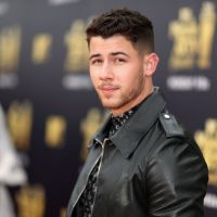 Nick Jonas lança música nova e fãs acreditam que é sobre Priyanka Chopra