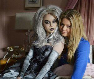 """Além de Mona (Janel Parrish), Alison (Sasha Pieterse) também estará de volta em """"Pretty Little Liars: The Perfectionists"""""""