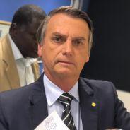 Bolsonaro levou uma facada durante um comício em Minas Gerais e assunto está dividindo a internet