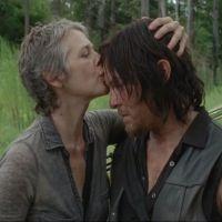 """Melissa McBride não descarta romance em """"The Walking Dead"""" entre Daryl e Carol: """"Nunca se sabe"""""""