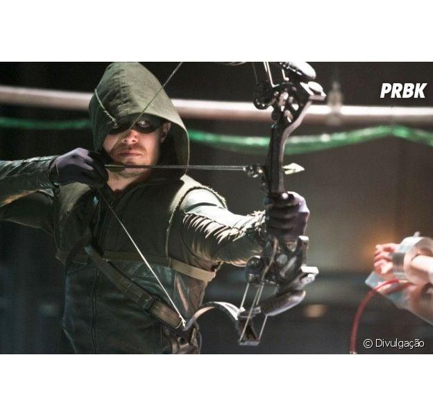 """Em """"Arrow"""", Oliver (Stephen Amell) é substituído por novo Arqueiro Verde!"""