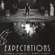 """Lauren Jauregui estreia sua carreira solo com """"Expectations"""" e a gente não está sabendo lidar!"""