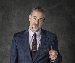 """Em """"O Sétimo Guardião"""": Dan Stulbach é o prefeito e guardião de Serro Azul, Eurico"""