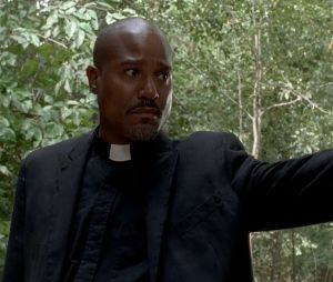 """Em """"The Walking Dead"""", na 9ª temporada: Seth Gilliam, ator que interpreta o padre Gabriel, conta que morte de seu personagem será digna"""